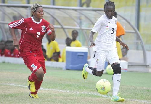 Une joueuse ghanéenne en possession du ballon